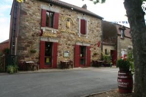 Restaurent Le Bistro in St Laurent La Valle 2 min
